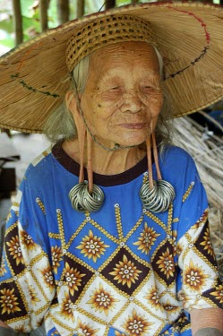 Potrait of a Dayak elder portrait,people,locals,elder,women,traditional,forest,rainforest,dayak,hat,straw hat,earings,ears,smile,woman
