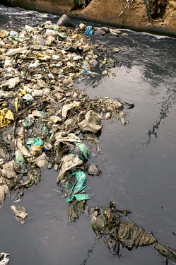 Conservation Issues: polluted river in central Nairobi Africa,conservation,conservation issue,conservation issues,water,urban,village,waterway,waterways,polluted,pollution,slum,stream,dirt,dirty,filth,filthy,rubbish,plastic pollution,plastic,plastic bag,p