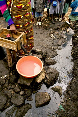 Conservation Issues: water source in slum Africa,conservation,conservation issue,conservation issues,water,clean water,drinking water,collect,collecting,urban,village,people,waterway,waterways,polluted,pollution,source,water source,slum
