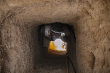 Gold mine africa,man,gold,mine,hole,climate change,burkina faso,mining,deforestation,human,humanitarian,issues,conservation issues,gold mine,people,human issues,CIFOR,Burkina Faso,forest research,adaptation,pro