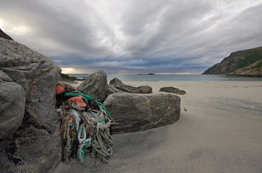 Plastic rope and pieces of fishign net washed up on the Norwegian coastline coast,coastline,shore,shoreline,beach,beaches,pollution,plastic,litter,beachlitter,plastic waste,environmental issues,Norway,marine litter,trash,sand,shorelines,waste,disgard,net,nets,fishing net,rope